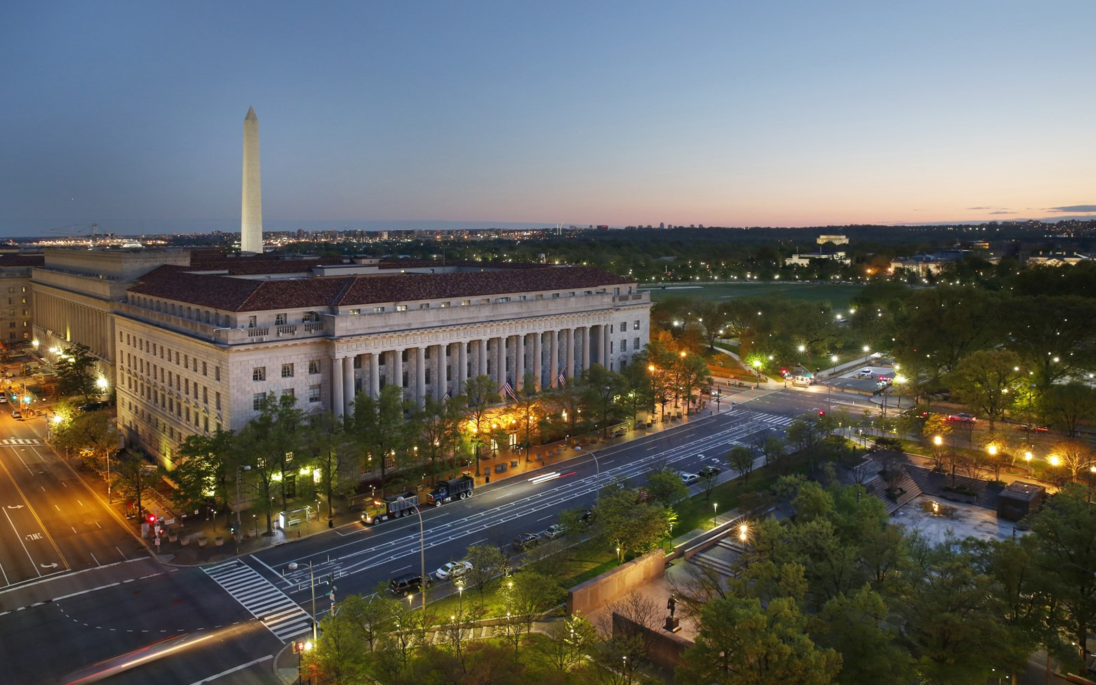 View from hotel with Washington Monument and Lincoln Memorial