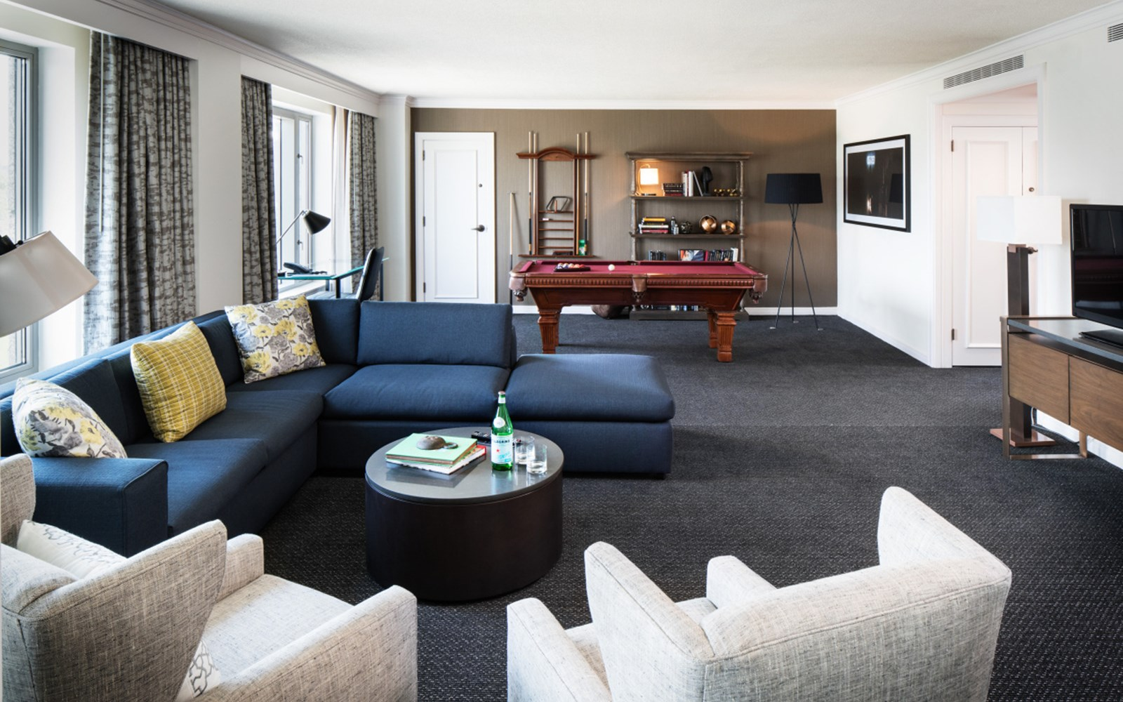 Living room of James Logan Suite